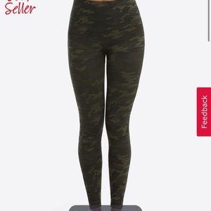 Spanx green camo seamless leggings